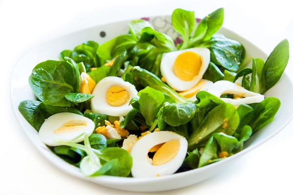 green-salad-with-egg
